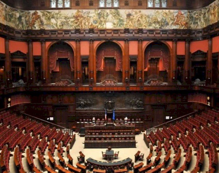 legge di iniziativa popolare:va ridotto del 30% il numero di politici nelle istituzioni