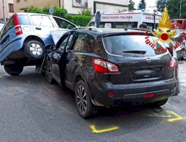 Induno olona, incidente in piazza Giovanni XXIII