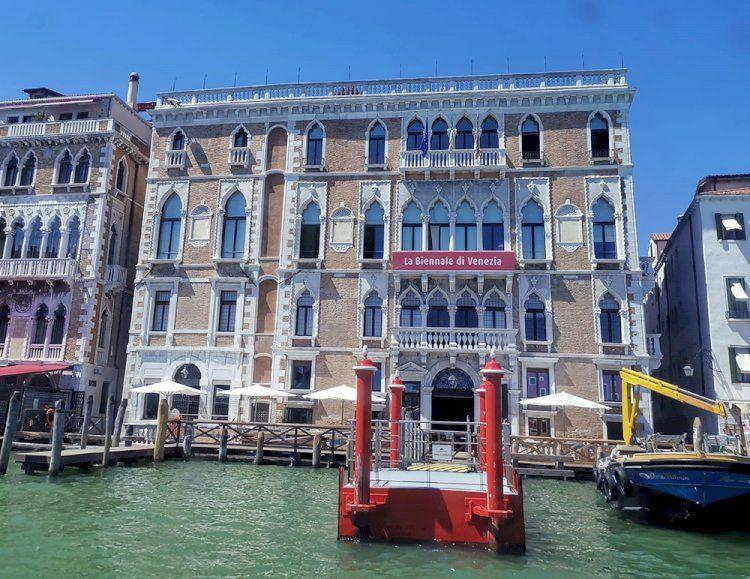 Venezia, sul Canal Grande per la Biennale