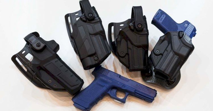 Polizia, le fondine della pistola si incastrano tra i sedili dell'auto, soluzione in vista