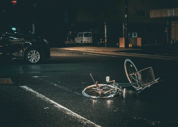 Brescia, caduta dalla bicicletta