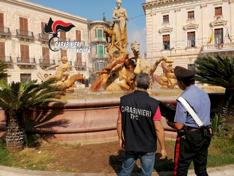 Siracusa, danneggiato l'alluce della statua di Aretusa