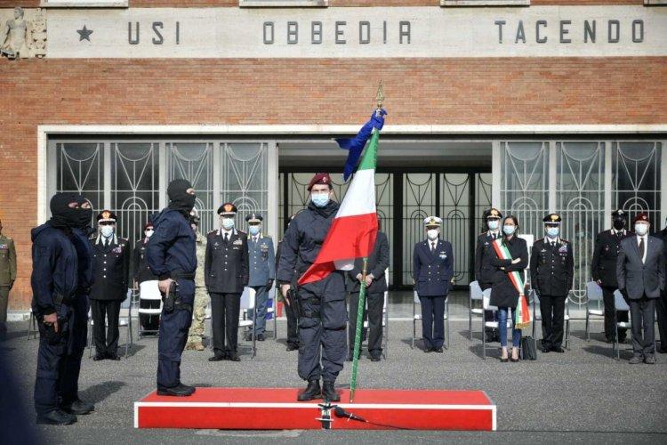 Livorno, consegna della Bandiera di Guerra, presente Nistri