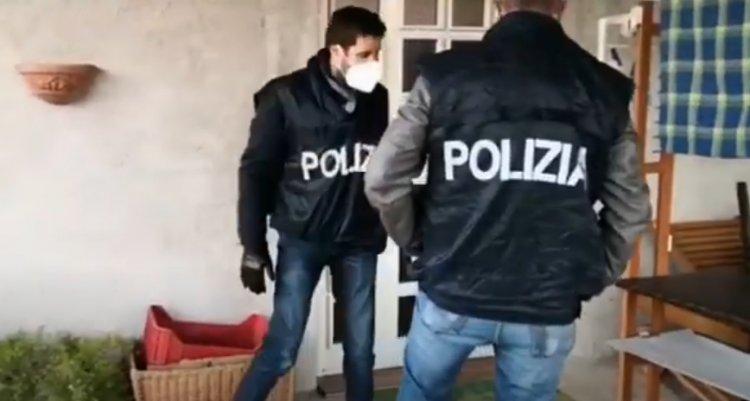 Catanzaro, poliziotti aggrediti da decine di persone