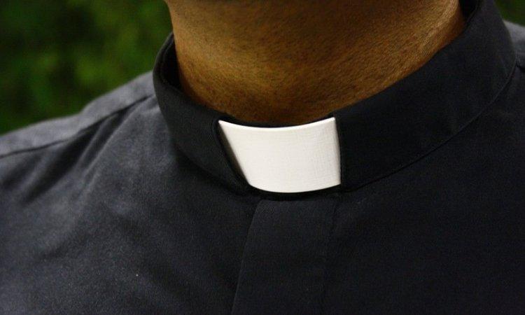 Brescia. 22enne rumeno approcci sessuali con il prete