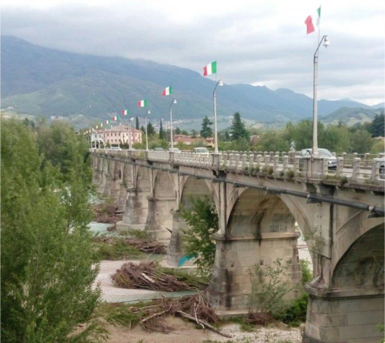 Treviso: è morta gettandosi dal Ponte di Vidor con in braccio il figlio