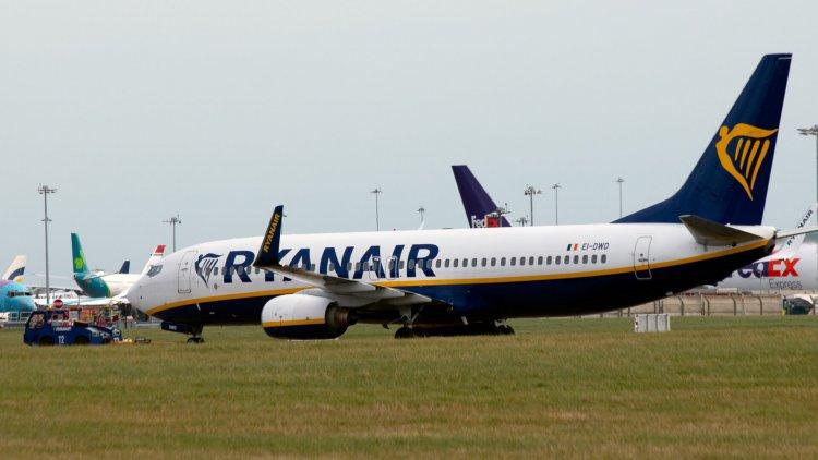 Ryanair, incidente a Dublino: un aereo senza freni esce fuori pista