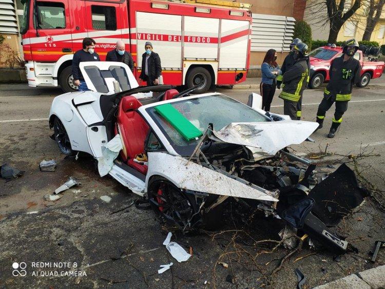 Lamborghini a noleggio distrutta nell'incidente