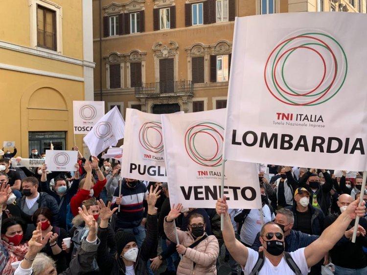 Roma. Prosegue davanti a Montecitorio il presidio dei ristoratori