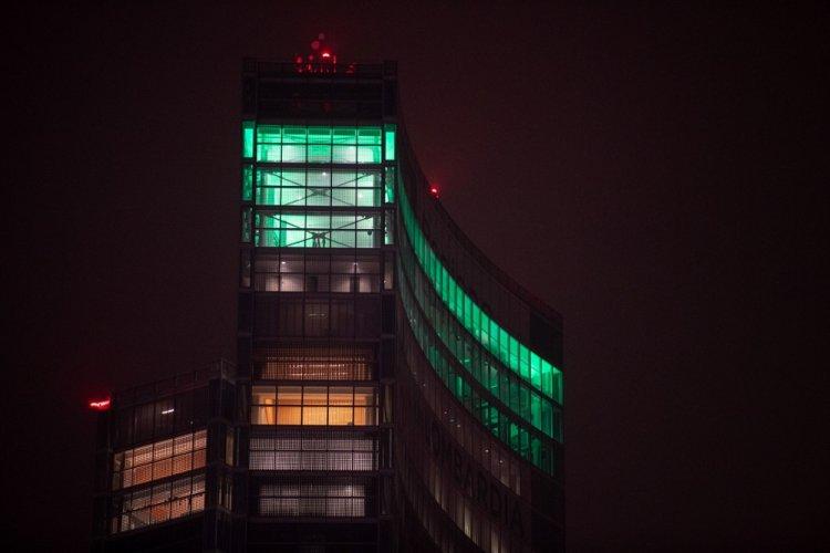 """Palazzo Lombardia si è illuminato di verde in omaggio alle """"Penne nere"""""""