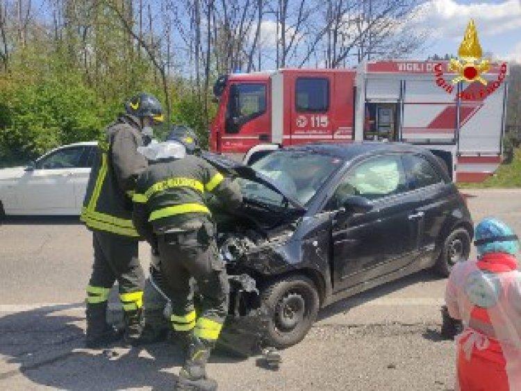 Clivio. Tamponamento fra due veicoli intervenuti i Vigili del Fuoco