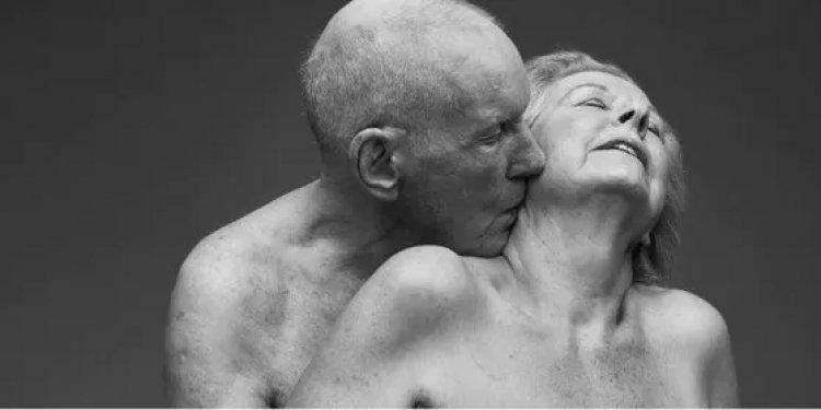 """""""Let's Talk The Joy of Later Life Sex"""", campagna sul sesso nella vecchiaia sta provocando scalpore."""