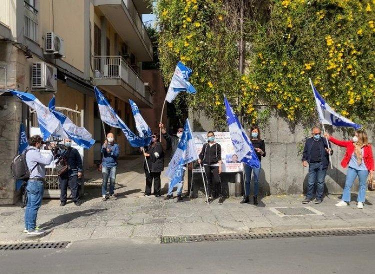 Catania. Sit-in di protesta contro i licenziamenti del Bellini