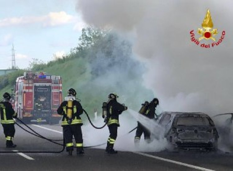 Autostrada Pedemontana, veicolo in fiamme