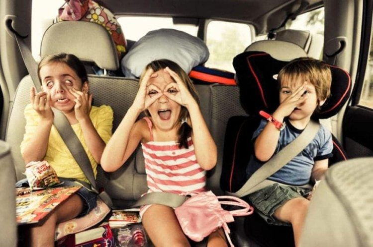 Intrattenere i bambini durante i viaggi in auto, i metodi più efficaci