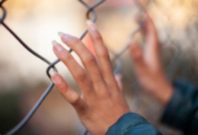 Verona. Madre da 5 anni prigioniera in comunità, denuncia il Comune.