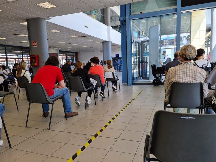 Busto, Malpensa-Fiere, due ore e mezza di attesa per il vaccino