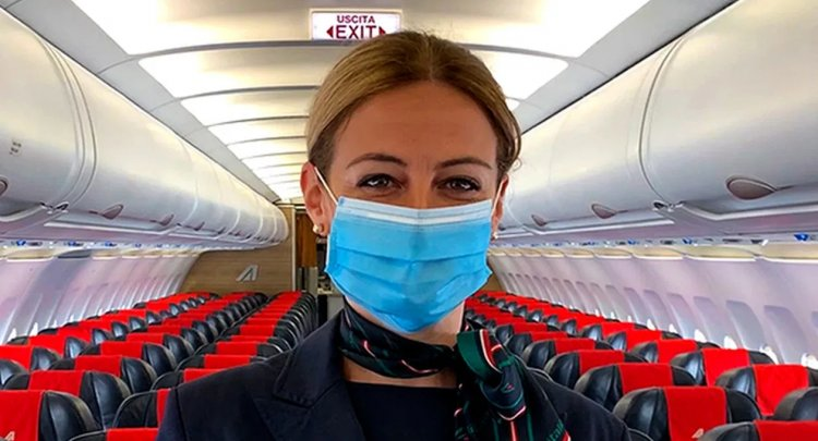 Vademecum per i viaggi in aereo: mascherina sempre addosso