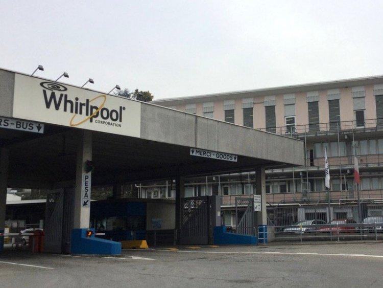 Whirlpool avvia la procedura di licenziamento collettivo a Napoli