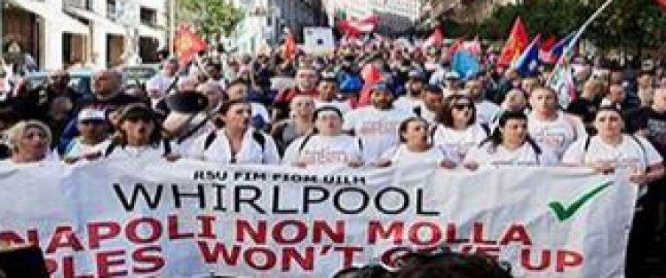 Napoli. Manifestazione in Stazione, dei lavoratori delle Whirpool.