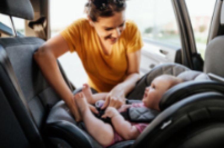 Parabiago (MI) Le portiere dell'auto si bloccano, neonata intrappolata all'interno.